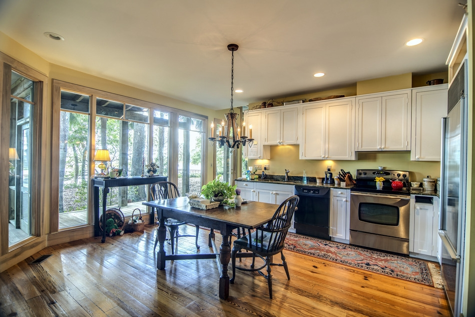 Ginormous Kitchens: Are They Really a Good Choice?